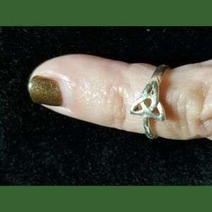 Jewelry - ☘️MADE IN IRELAND ☘️Trinity Toe Ring